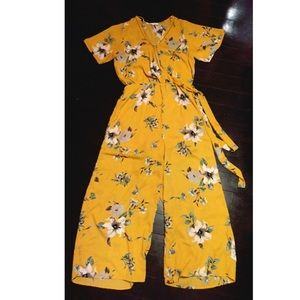 Other - Cute adorable Yellow flower romper
